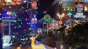 Does this UK street have the best lights this Christmas? [Video]