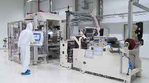 """Battery cell production at Volkswagen Salzgitter, production steps """"slitting and calendaring"""" [Video]"""