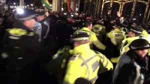 Protesters scuffle outside Buckingham Palace as NATO leaders meet Queen [Video]