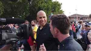 Booker struggles to make debate [Video]