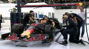 Boris Johnson changes F1 tyre in 16.5 seconds [Video]