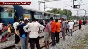 News video: Shirdi Express derails near Koduru Railway Station in AP