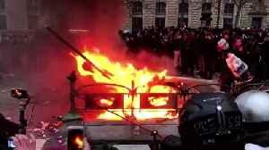 Violent scuffles erupt between police and 'black blocs' in Paris pension reform protest [Video]