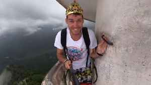 Vlogger films himself ascending tower in Sri Lanka which is 3567ft above sea level [Video]