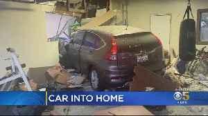 Car Plows Into Petaluma House, Displacing 8 Residents [Video]