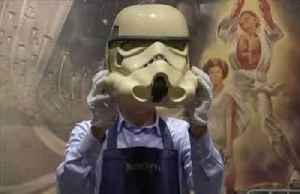 Helmets, 1976 poster and toys top 'Star Wars' online auction [Video]