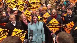 Jo Swinson greets St Albans Liberal Democrat supporters on her national tour [Video]
