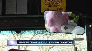 """Shoppers help """"stuff the bus"""" with holiday donations [Video]"""