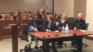 News video: Kid Invites Entire Kindergarten Class To His Adoption Hearing