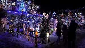 This Toronto home's festive display is like something out of a Christmas movie [Video]