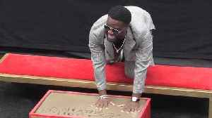 Kevin Hart immortalised with Hollywood handprint [Video]