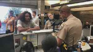 CHP Officer Helps Woman Communicate With DMV Workers Using ASL [Video]