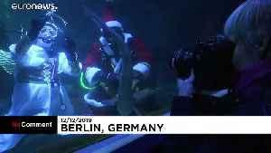 Santa Claus moves from North Pole to Berlin aquarium [Video]