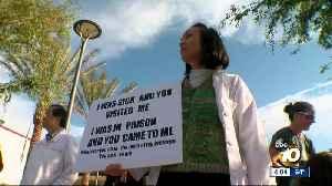 Doctors rally to vaccinate migrant children [Video]