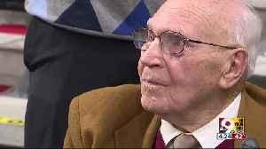 Veteran receives University of Cincinnati degree more than 70 years after starting classes [Video]