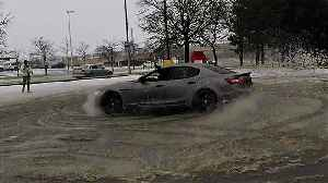 Supercar club can't resist drifting in snowy parking lot [Video]