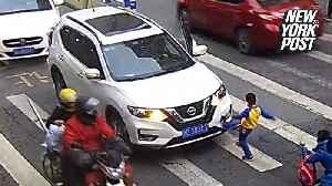 Furious kid kicks car that ran over his mom at a crosswalk [Video]