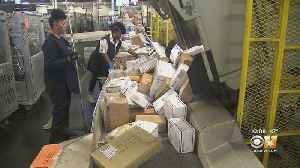 Behinds The Scenes As Texas USPS Workers Handle The Holiday Rush [Video]