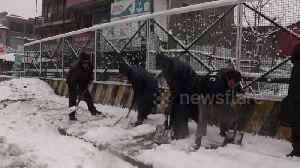 Flights cancelled, highway closed as heavy snow blasts Kashmir [Video]