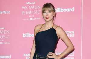 Taylor Swift takes aim at Scooter Braun in powerful speech as she accepts Billboard award [Video]