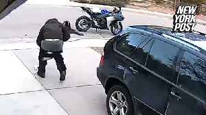 News video: Bumbling thief loses his pants