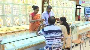 Jewellery shops witness footfall as yellow metal price dips [Video]