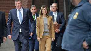 Lori Loughlin's lawyers accuse prosecutors of withholding evidence [Video]