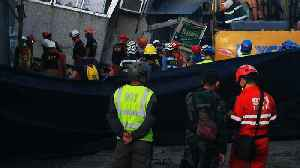 South Philippines earthquake: Rescuers race to find survivors [Video]