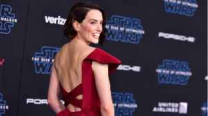Daisy Ridley Rocks Custom Gown To 'Star Wars' Premiere [Video]