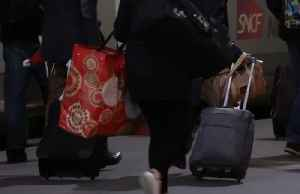 Transport strikes bring Christmas chaos to Paris [Video]