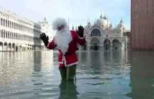 Floods don't stop Santa as Venice sees high tide again [Video]