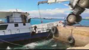 Ecuador struggles to contain oil spill in Galapagos port [Video]