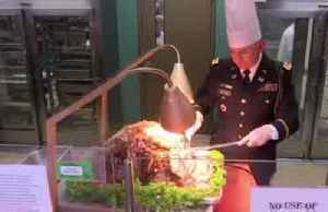 U.S. troops in South Korea enjoy Christmas feast [Video]