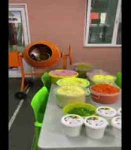 Russian salad made in cement mixer for New Year party [Video]