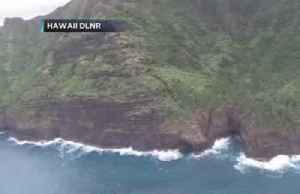 Coast Guard searches for lost helicopter carrying 7 off Hawaii [Video]