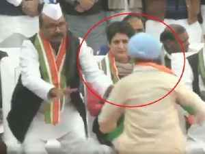 Man breaches Priyanka Gandhi Vadra's Security at Congress Foundation Day Event in Lucknow [Video]