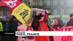 French pension strikers and Gilets Jaunes march together on 24th day of action [Video]
