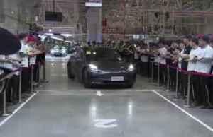 Tesla delivers first China-made Model 3 sedans [Video]