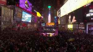 New Year: New Yorkers bring in 2020 in style [Video]