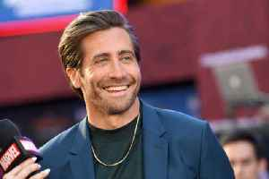 Jake Gyllenhaal to produce and star in film adaption of Fun Home [Video]
