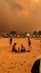 People Take Refuge on a Beach During Australian Bushfire Evacuation [Video]