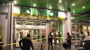 Police remove bodies after gunman kills three, including boy, during shopping mall robbery in Thailand [Video]