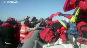A dozen migrants dead after their boat sinks off Greek island [Video]