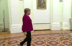 Putin welcomes Merkel to Moscow [Video]