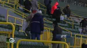 Fans help prep Lambeau for game against Seahawks [Video]