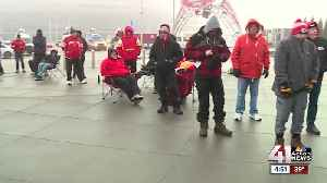 Chiefs fans line up early for AFC Championship tickets [Video]