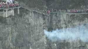 Watch jetpack daredevils soar through China's 'Heaven's Gate' [Video]