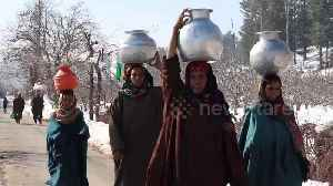 Icy conditions in north India create water shortages as piping is frozen over [Video]