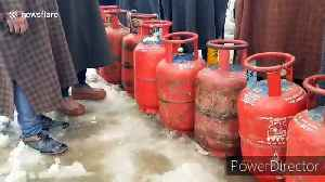 Gas shortage in north Kashmir after heavy snowfall leads to queues of desperate purchasers [Video]