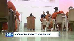 Former Browns players share wisdom with Summit County inmates [Video]